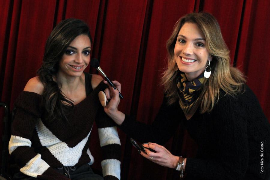 Andrieli Rocha e a maquiadora Fernanda Comelli.