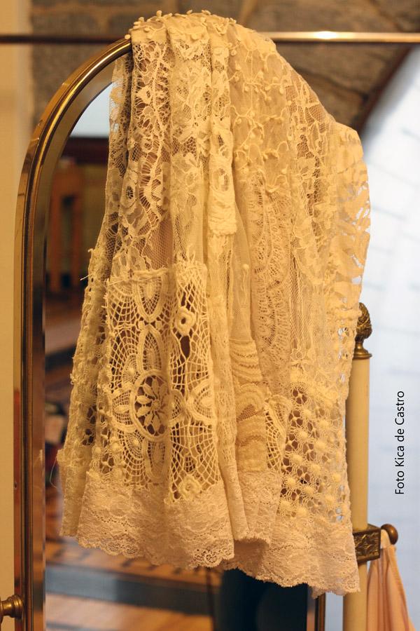 Detalhes de uma saia do Ateliê Lu Henriques.