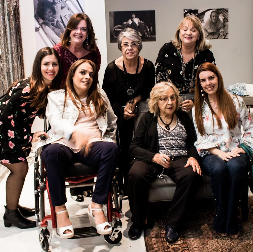 Fernanda Vilela, sua mãe Rosangêla,  Adriana Buzelin, Iole Marques, Elizabete Linces e sua filha Kátia Linces e Flávia Vilela.