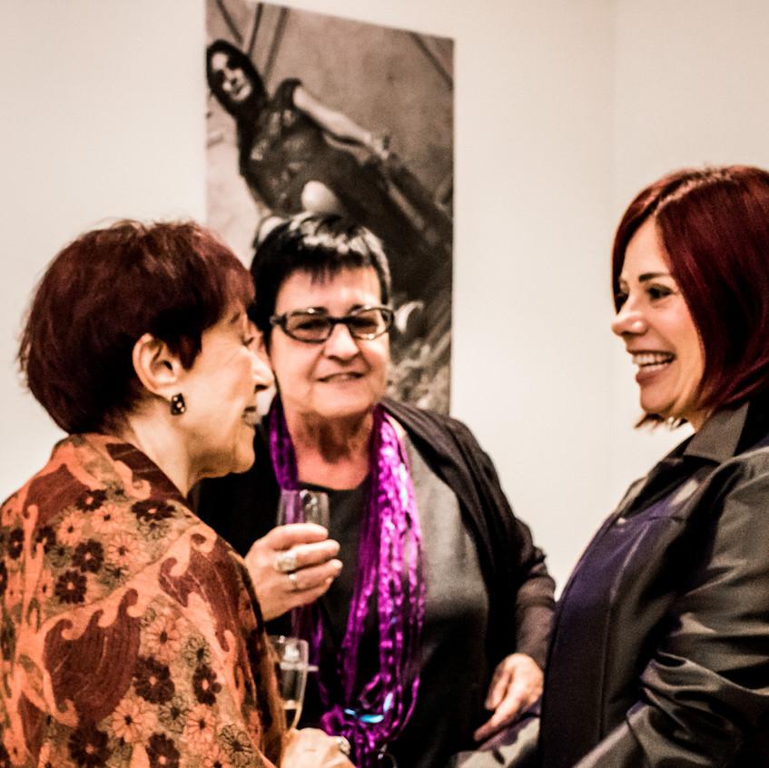 Clausy Soares, Angela Azevedo e Miriam Lima no lançamento da Exposição Retratos Inclusivos no DiamondMall.