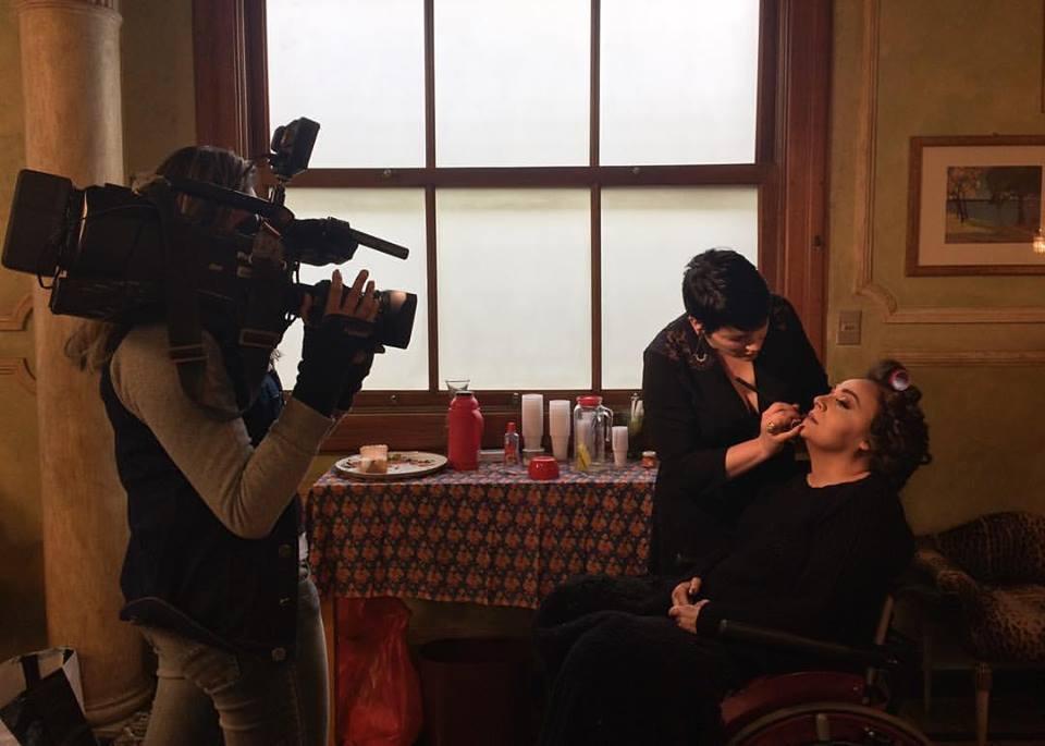 Gravação do Quadro Acessibilidade do Jornal TV Minas por Andreza Brito, imagens Naiara Guimarães e a modelo Adriana Buzelin sendo maquiada por Rejane Soilho.   Foto: Andreza Brito