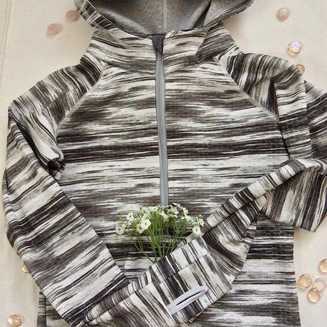 Pullover zip top