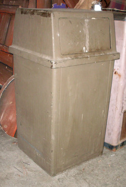 trash can hard plastic covered with door