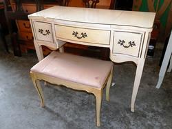 Vanity Desk white with Seat leaf design