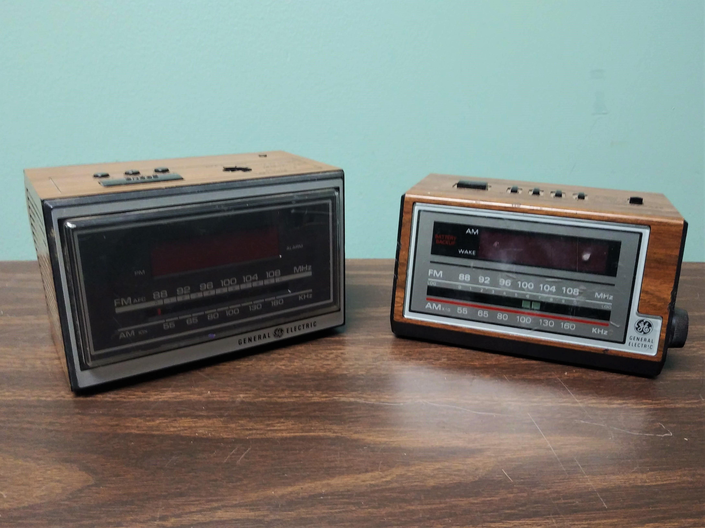 Small GE Alarm Clock Radio 1970s 1980s