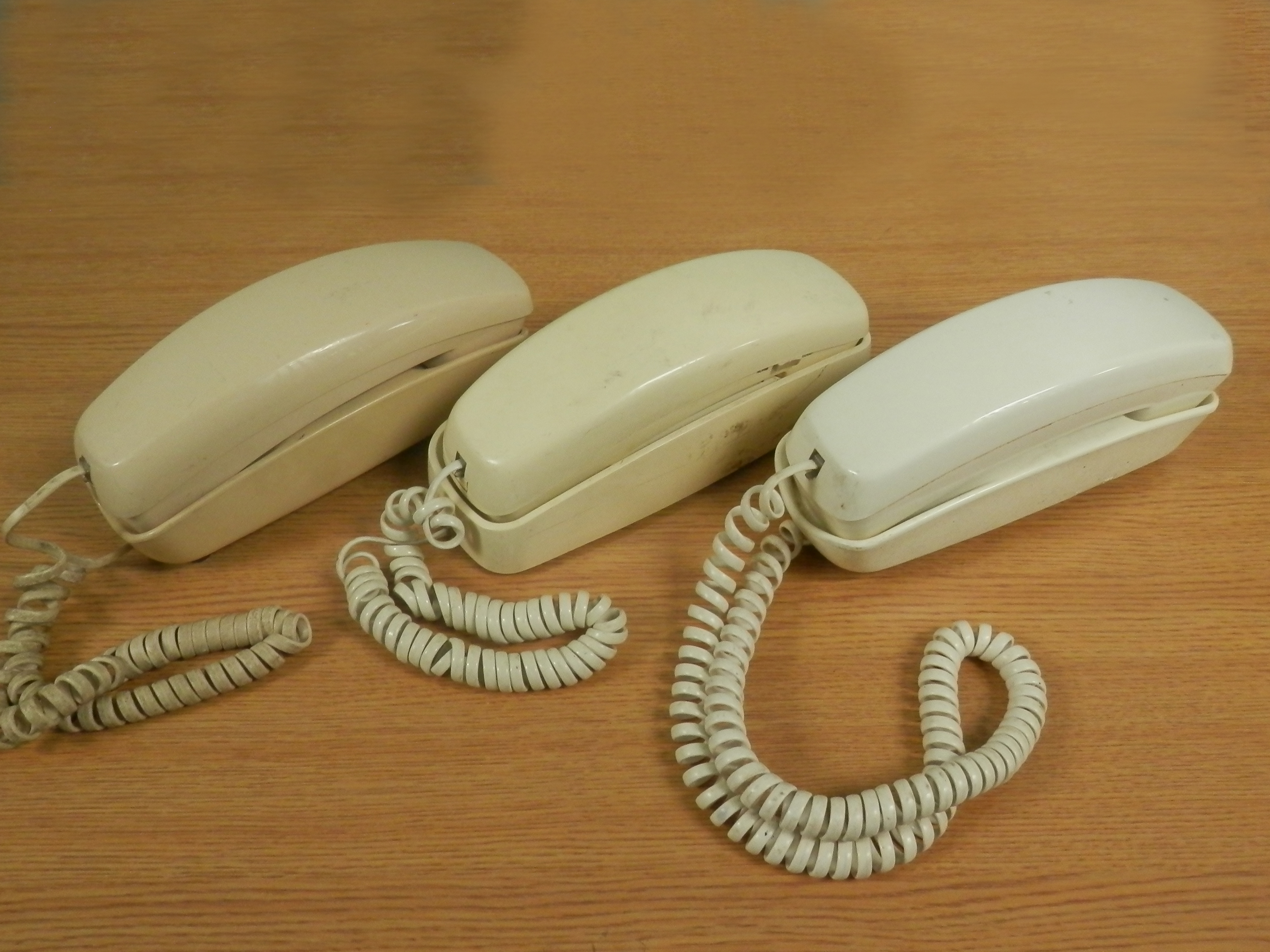 Trimline Phones white beige qty 3