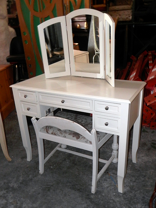 Vanity Desk with Seat and Trifold Mirror