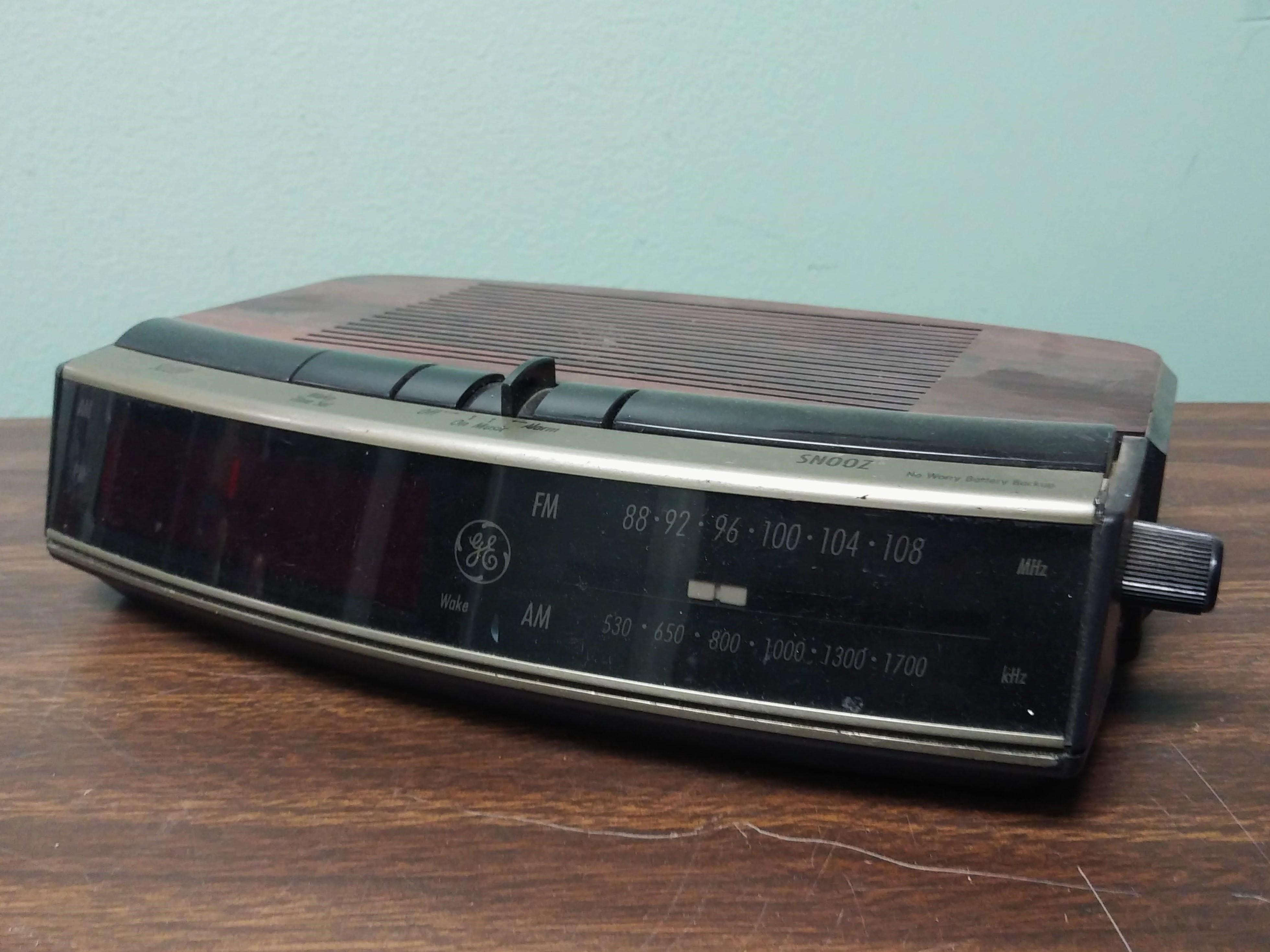 GE Digital Alarm Clock Radio 1980s