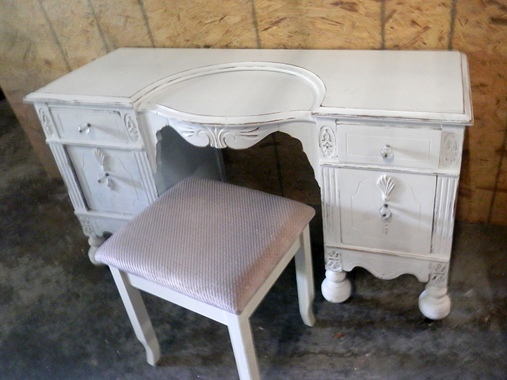 Vanity Desk painted white with Seat 4ftx