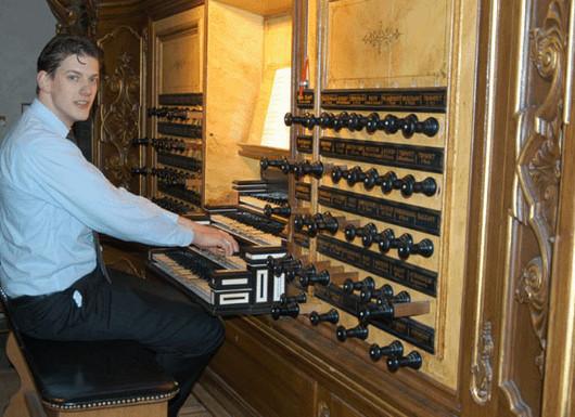 Artjan op orgel