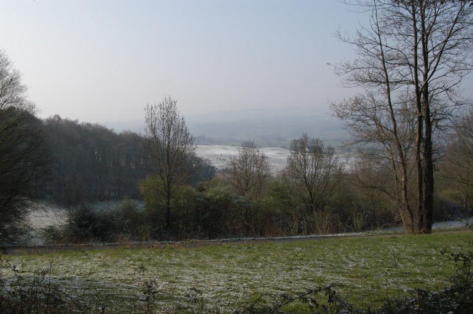 Limburgs heuvellandschap met sneeuw