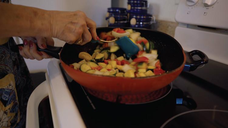 EZ-FlipPan_Cooking3.jpg