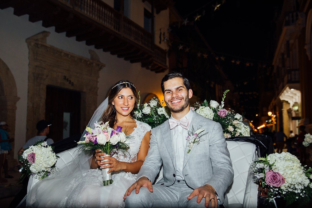 Wedding Day! Maria Cecilia and Jake left church in a horse drawn carriage. The Colonial Historic area of Cartagena is full of magic! We made sure that the flower theme and decoration of the bride's bouquet, the groom's flower corsage and the carriage were in perfect harmony with everything else in the wedding.