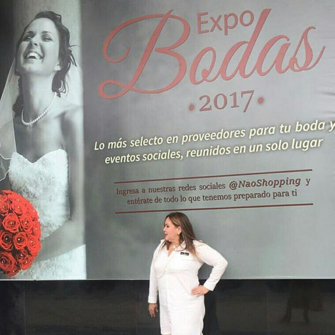 Elaine attending Expo Bodas