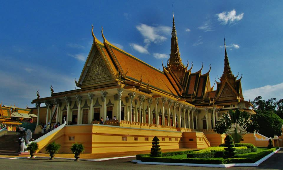 Southeast Asia Tours - Cambodia Tours - The Royal Palace, Phnom Penh, Cambodia