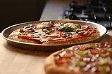 Deux pizzas fraîches