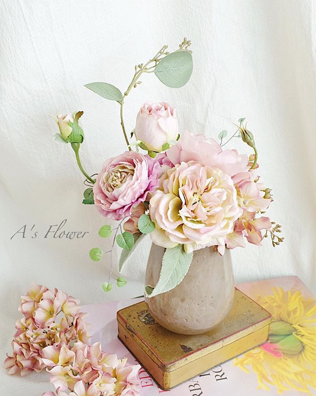 Artificial English roses and Ranunculus