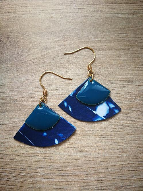 Éventail cyanotype graminés sequins bleus