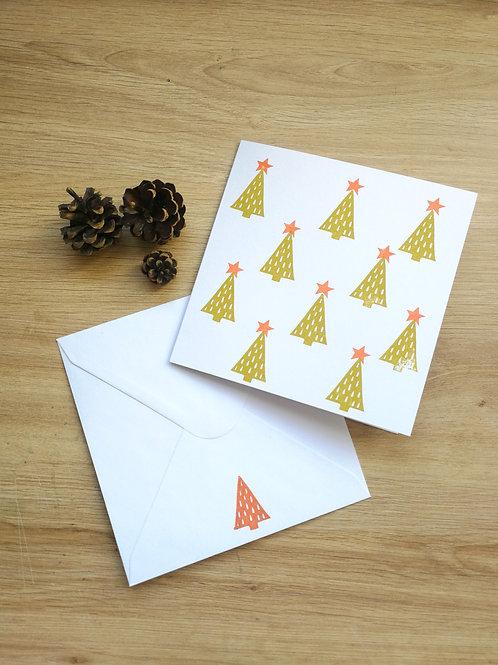 Carte Noël petits sapins verts à étoiles oranges