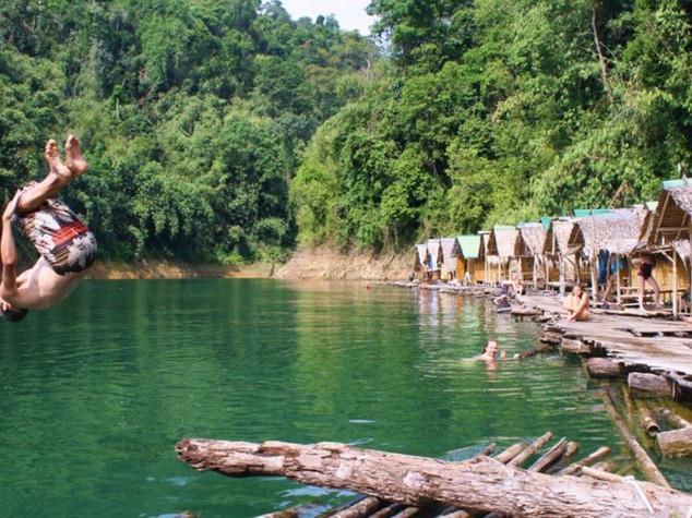 khao sok lake floating village