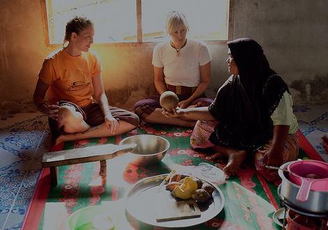 muslin ladies in Ban Talae Nok.