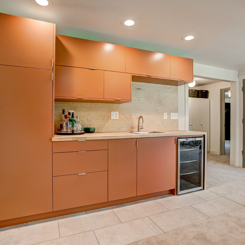 Equipped wet bar