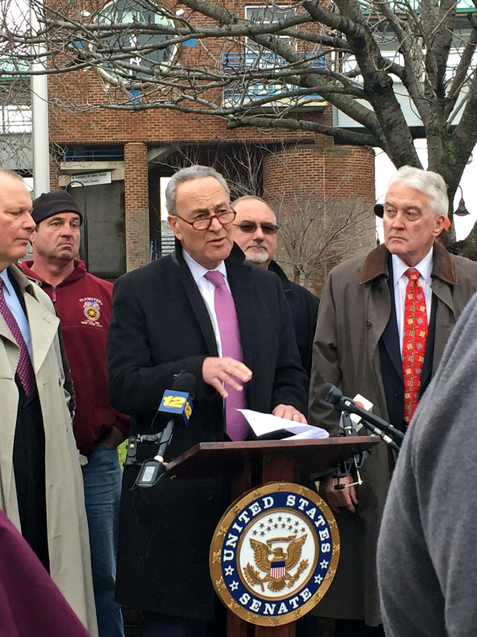 Schumer Pledges to Work on Long Island Infrastructure Bill