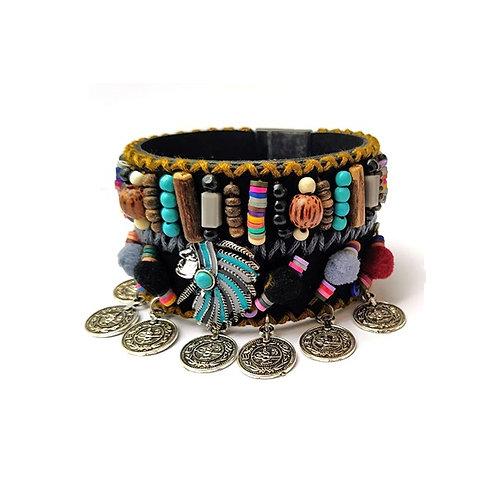 Bracelet bohème manchette perles bois et breloques