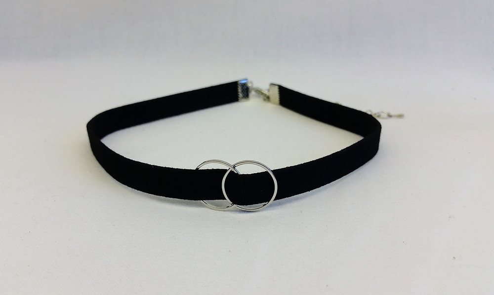 http://www.chabada-accessoires.com/product-page/collier-ras-du-cou-choker-strass-tige-dor%C3%A9e