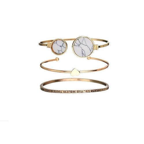 Lot de trois bracelets joncs dorés