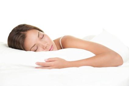 Enfin, ne dormez jamais avec vos bijoux fantaisie, la chaleur de votre corps et l'humidité risque de ne pas leur plaire…. Vous risquez aussi de vous blesser avec vos boucles d'oreille qui peuvent  s'accrocher pendant votre sommeil.