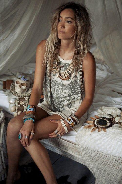 Ne les portez pas plusieurs jours de suite, alternez et variez aussi souvent que possible, les bijoux fantaisie tendance ne sont pas excessivement chers et vous permettent d'en acheter à chaque saison.