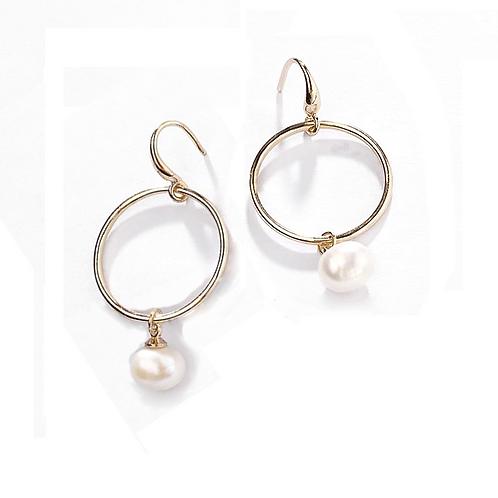 Créoles avec perle nacre suspendue