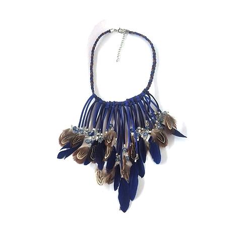 Collier plastron plumes bleues