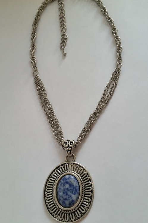 COLLIER DOUBLE CHAINE MEDAILLON SODALITE