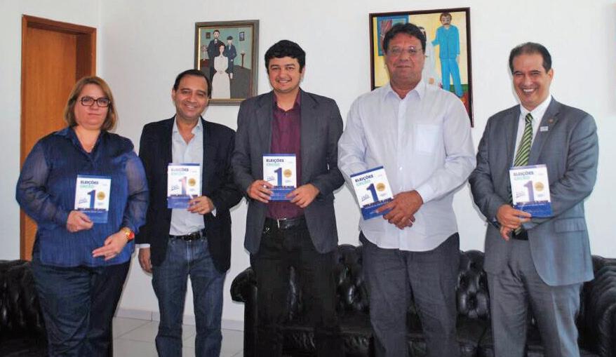 Lívia Borges (1ª CCM-CRCF); Henrique Ricardo Batista e Rangel Francisco (CRC-GO); Mário Queiroz (Asban) e Einsten Paniago (CRC-GO), durante reunião na sede da Associação