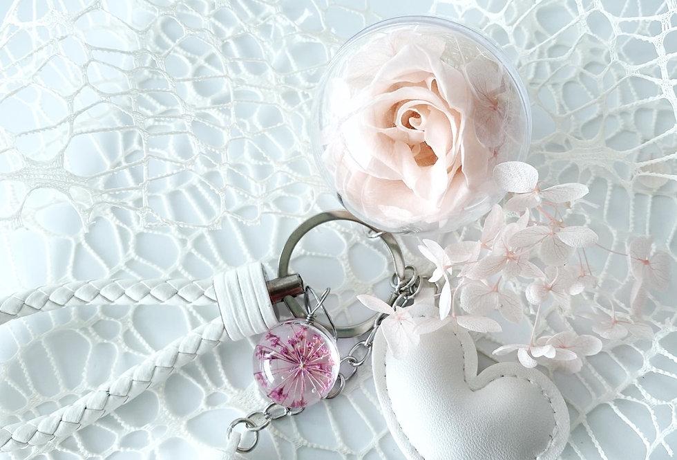 Ball of love White