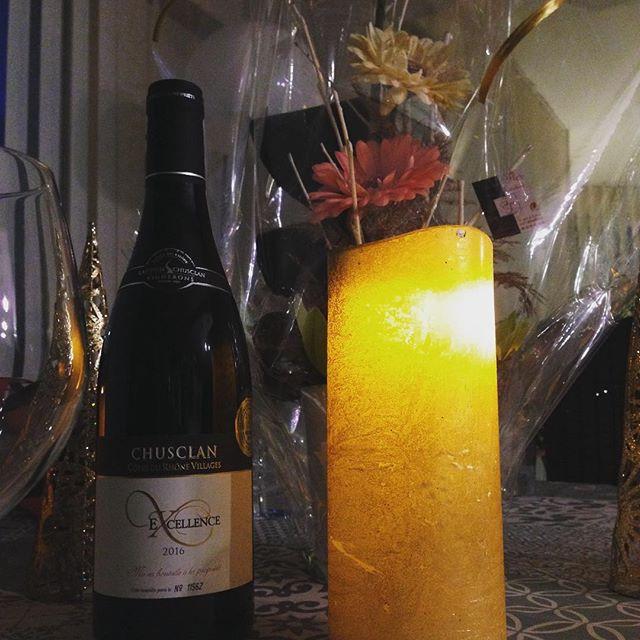 table de Noël avec un Chusclan rouge AOC Côtes du Rhône Villages
