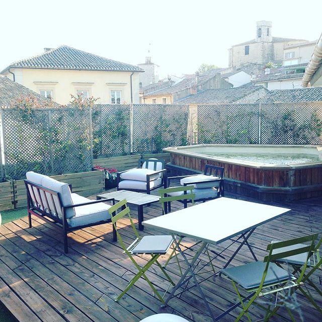 Terrasse avec piscine à La Suite du Off Avignon
