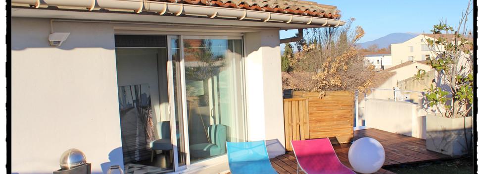 Un peu de détente en terrasse, La Suite du Off, Chateauneuf du Pape, Avignon, Vedène