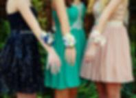 Девушки, одетые в школу танца