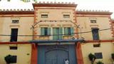 హైదరాబాద్: చంచల్ గూడ జైలు నుంచి విడుదలైన 28 మంది ఖైదీలను హైదరాబాద్ కు తరలించారు.