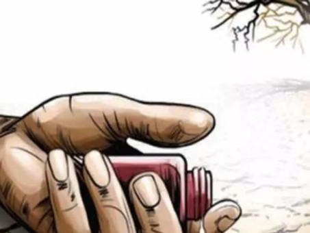 పంట నష్టంపై రైతు ఆత్మహత్యాయత్నం హైదరాబాద్: పంట నష్టంపై గన్ పార్క్ సమీపంలో రైతు ఆత్మహత్యాయత్నం చేశాడు