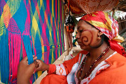 Tejedora Wayuu tejiendo