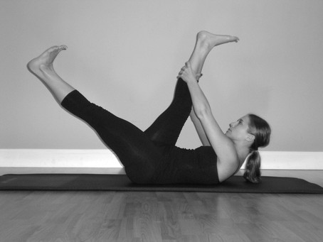 Mat Exercise - Scissors/Straight Leg Stretch