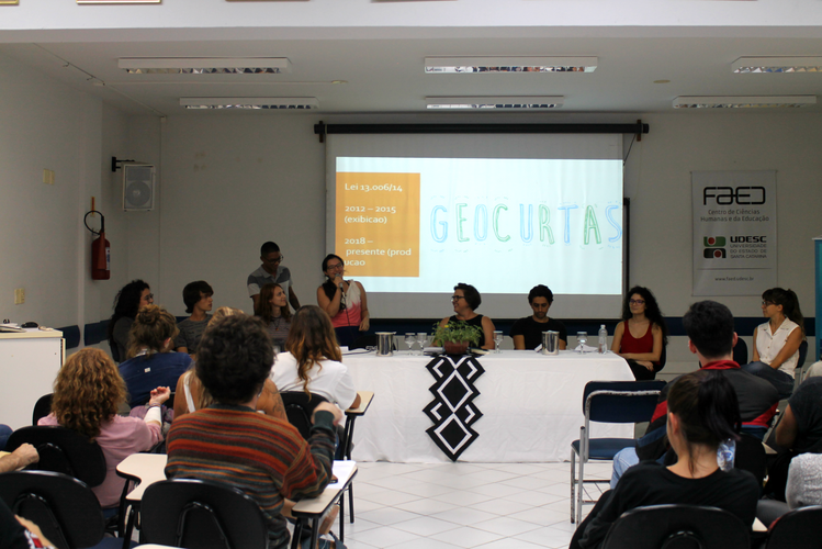 Mesa redonda: Experimentações com a graduação