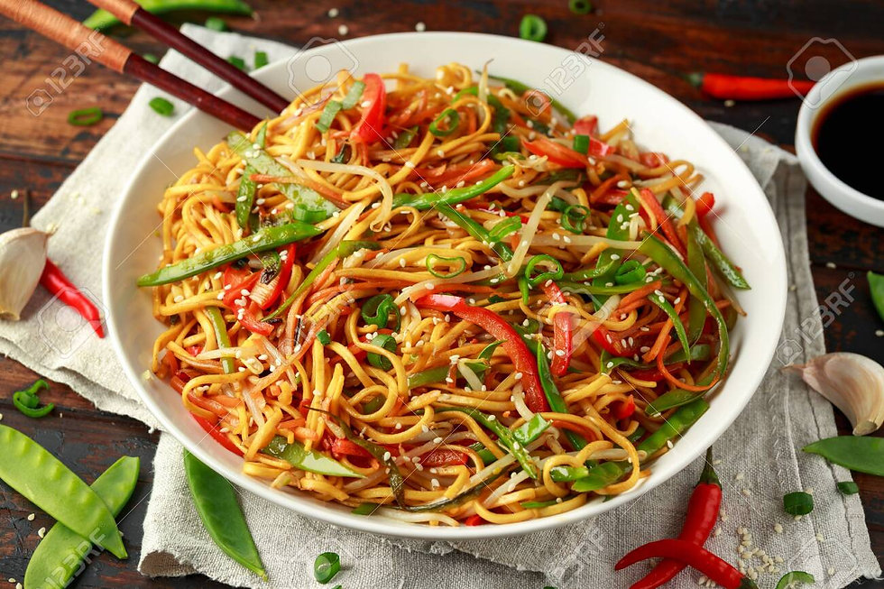 124405536-chow-mein-noodles-and-vegetabl