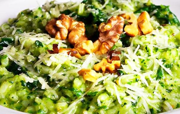 Pesto Risotto con Kale y Nueces