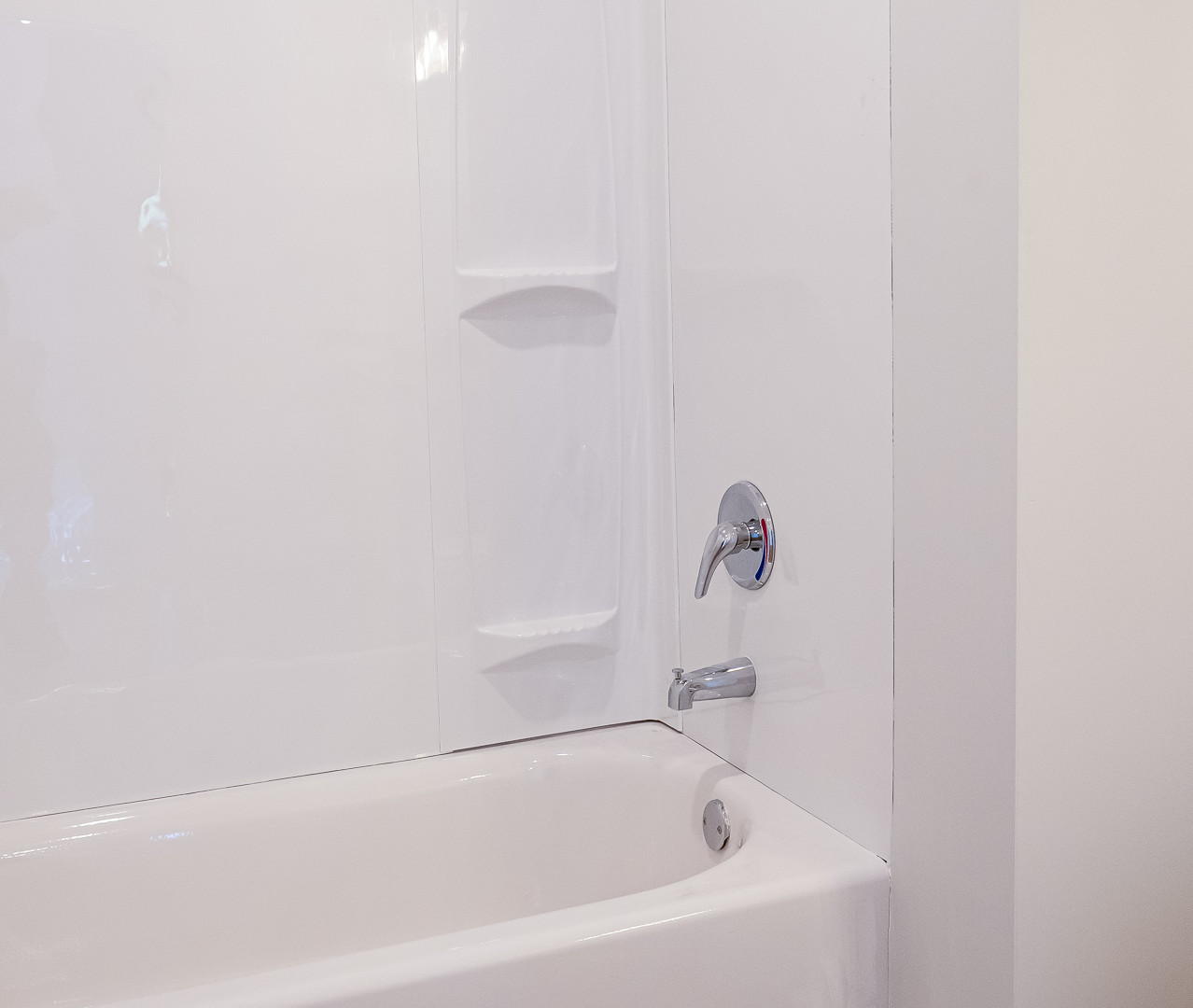 Upstairs Guest Bathroom Shower-Tub