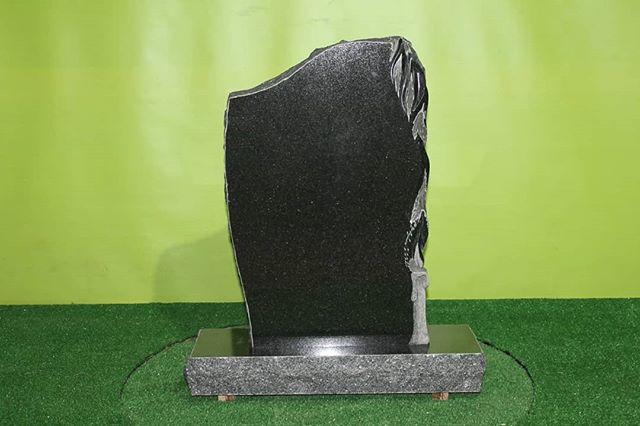 Памятник из габбро. Cemetry monument.